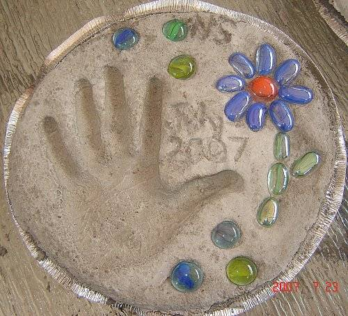 Mother s day craft garden stepping stone a learning for Crafts using stones